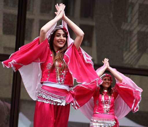 512px-Turkish_dancing_in_Chicago